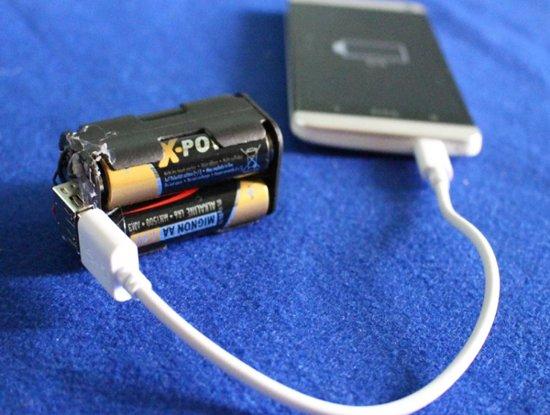 Зарядка с помощью пальчиковых батареек